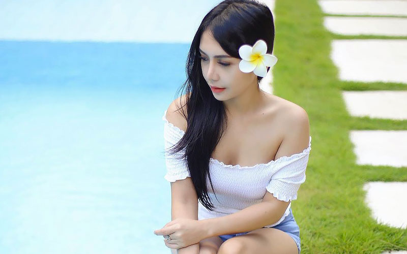 beautiful chinese woman with flower