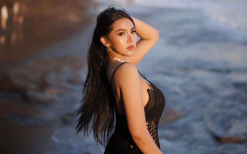 https://onebeautifulbride.net/wp-content/uploads/2021/04/beautiful-thai-bride-near-ocean.jpg